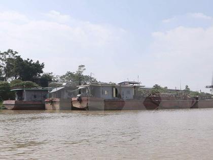 Đình chỉ cảnh sát đường thủy vụ xả thải xuống sông Hồng
