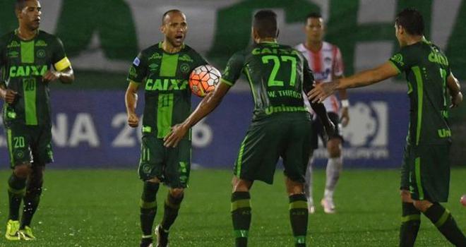 Nam Mỹ ngừng toàn bộ các trận đấu sau vụ máy bay chở đội bóng Brazil rơi