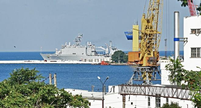 Mỹ điều 2 tàu đổ bộ mang trực thăng 'trấn giữ' Địa Trung Hải