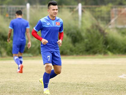 Nhật ký đội tuyển Việt Nam: Hoàng Thịnh chạy đua với thời gian