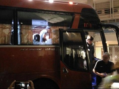 VFF xin lỗi đội tuyển Indonesia vì sự cố CĐV ném vỡ kính xe buýt