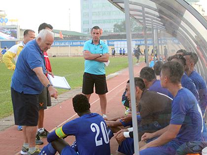 HLV vô địch Champions League đưa FLC Thanh Hóa vào chung kết