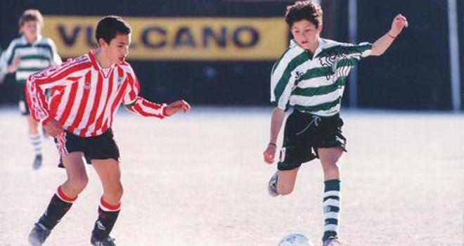 Cristiano Ronaldo: Câu chuyện về 'Cậu bé hay khóc nhè' đoạt Quả bóng Vàng