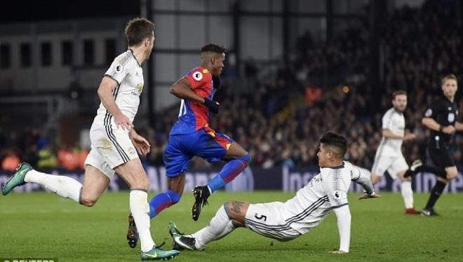 Man United đang hay nhưng Mourinho vẫn có việc cần làm ngay
