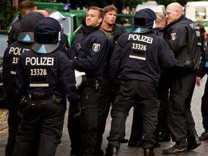 Sau vụ đâm xe tải, sát thủ lại xả súng ở Đức, 3 thương vong