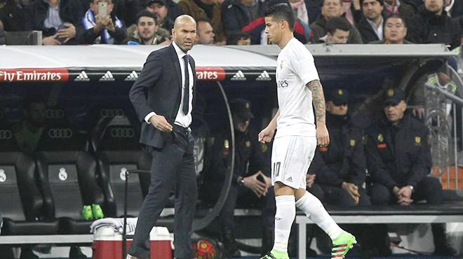 Real Madrid: Bị đối xử như thế, có điên James mới không ra đi!