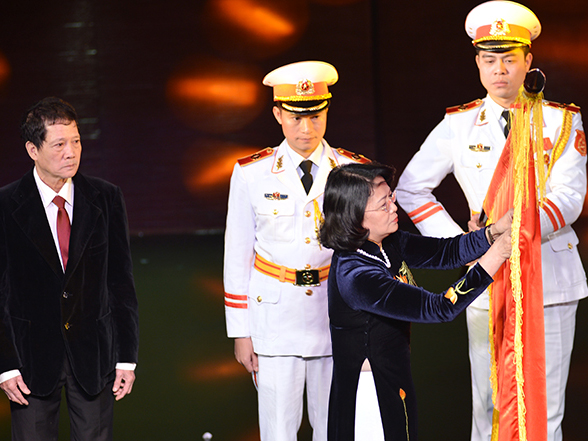 Nhà hát Múa rối Việt Nam đón nhận Huân huy chương độc lập hạng 3