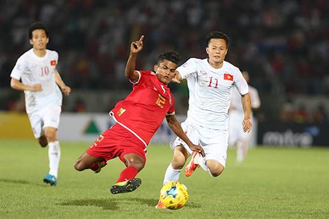 HLV Võ Đình Tân: 'Không ai xứng đáng giành Quả bóng vàng'