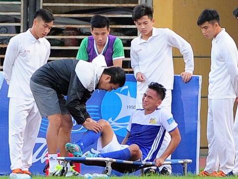 'Người hùng' U19 Việt Nam dính chấn thương ở Cup quốc gia