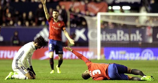 Vòng đấu ĐEN ĐỦI của Liga: Sau Vidal, thêm một cầu thủ nữa cũng gãy chân