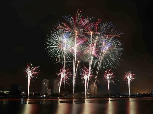 Du lịch Đà Nẵng 'sốt' vì pháo hoa