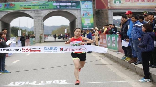 Chuyện khó tin về nhà VĐ marathon giải Việt dã báo Tiền Phong 2017