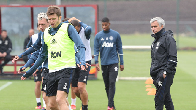 Mourinho tìm được người thay thế Michael Carrick