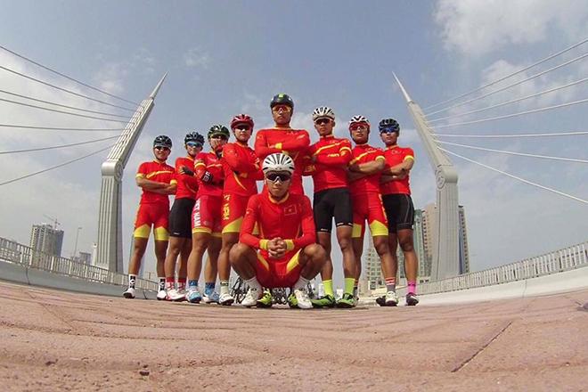 HY HỮU: Đội xe đạp Việt Nam kẹt thang máy gần 30 phút ở Thái Lan