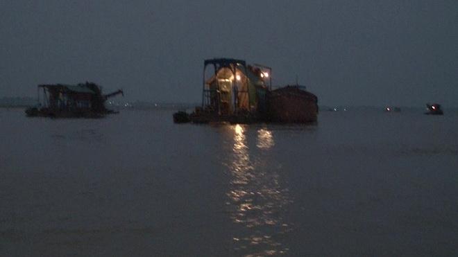 'Cuộc chiến' bảo vệ lòng sông ở Hà Nội: Bài 1 - 'Toạ độ chết'