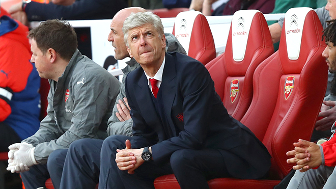 Arsenal: 'Wenger out' hay tất cả đều 'out', kể cả Oezil