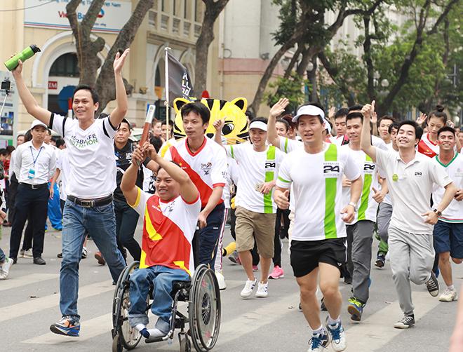 Herbalife Việt Nam dự Chương trình Chạy tiếp sức hưởng ứng SEA Games và Para Games năm 2017