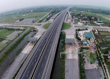 Đề xuất đầu tư hơn 140 ngàn tỷ làm 684km đường bộ cao tốc Bắc - Nam