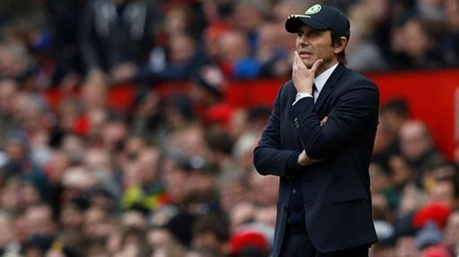 'M.U chi 350 triệu bảng để rồi cho Young làm đội trưởng. Không thể tin nổi!'