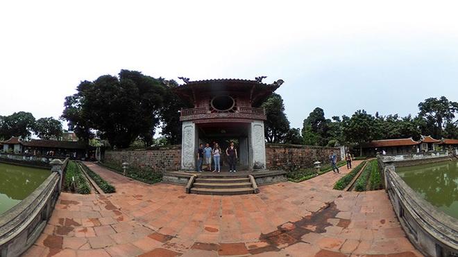 Trôi móng tường lan can quanh giếng Thiên Quang Văn Miếu - Quốc Tử Giám