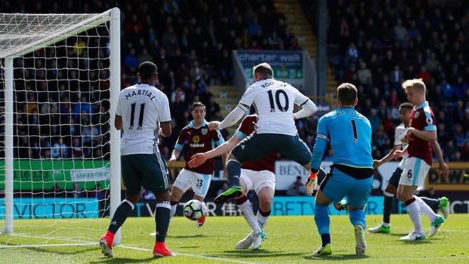 ĐIỂM NHẤN Burnley 0-2 Man United: 'Quỷ đỏ' ngày càng khó lường. Mất Ibrahimovic lại hóa...hay