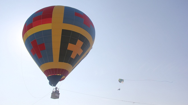 Ngắm khinh khí cầu và dù lượn Hàn Quốc bay trên bầu trời Đà Nẵng