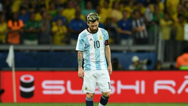 SỐC! Messi bị so sánh với tội phạm chiến tranh vì được FIFA xóa án phạt