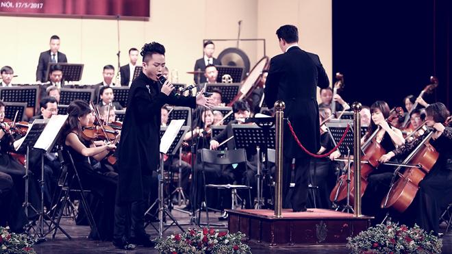 Nghe Tùng Dương hát 'Tâm hồn của Đá' cùng giao hưởng