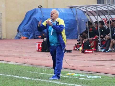 HLV Petrovic: 'Tôi mới là người chịu áp lực, không phải cầu thủ FLC Thanh Hóa'