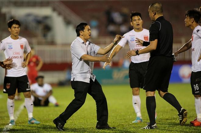 'Người hùng' AFF Cup không vô can trong 'trò hề' của cầu thủ Long An