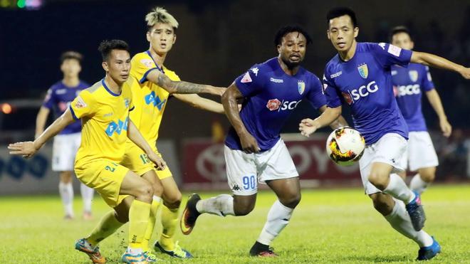 Điểm nhấn vòng 21 V-League 2017: Khúc cua đáng nhớ
