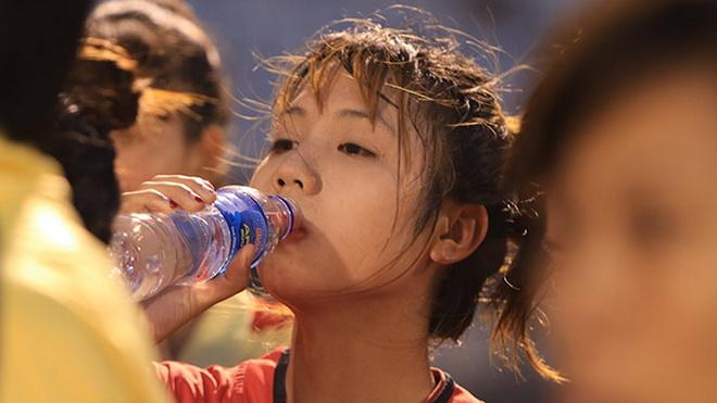 Nữ cầu thủ Việt 'phát sốt' chỉ sau một đêm