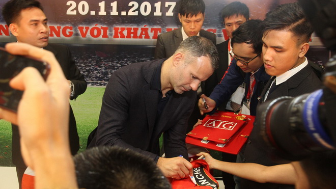Giggs và Scholes sẵn sàng làm Đại sứ du lịch, cho con sang Việt Nam học bóng đá