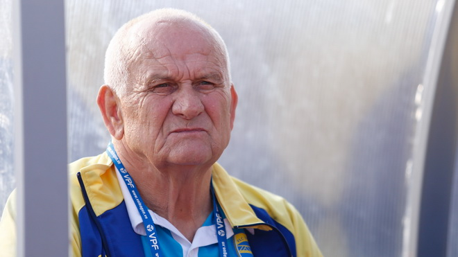 HLV Petrovic: 'Chúng tôi đã tự đánh mất ngôi vô địch'