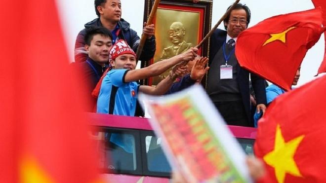 VFF không biết việc ông Lân Trung lên xe bus diễu hành cùng đội U23 Việt Nam