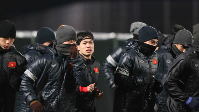 U23 Việt Nam choáng vì cái lạnh ở Côn Sơn