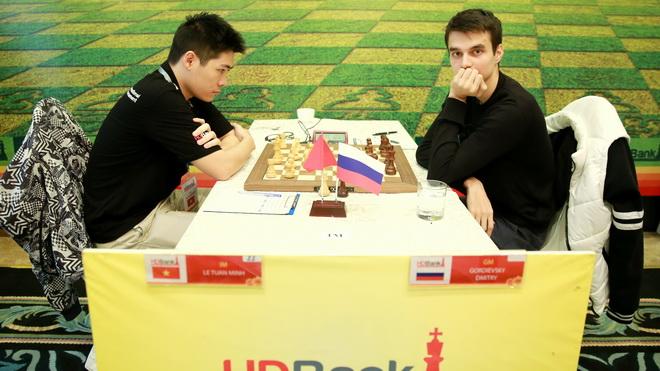 Lê Tuấn Minh chiếm ngôi đầu giải cờ vua quốc tế HDBank 2018
