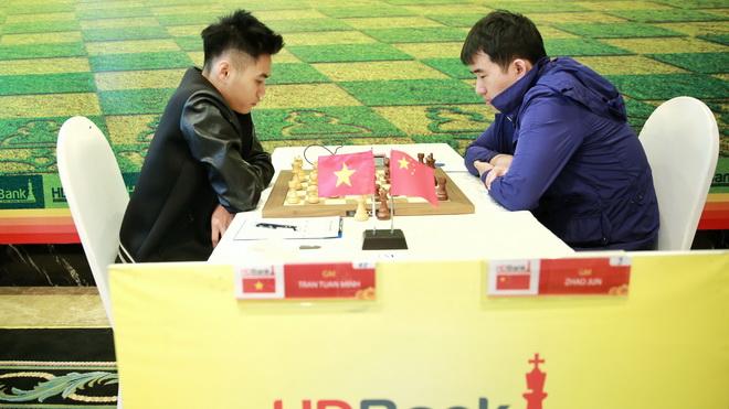 Trần Tuấn Minh thất thủ, Lư Chấn Hưng chơi lên tay