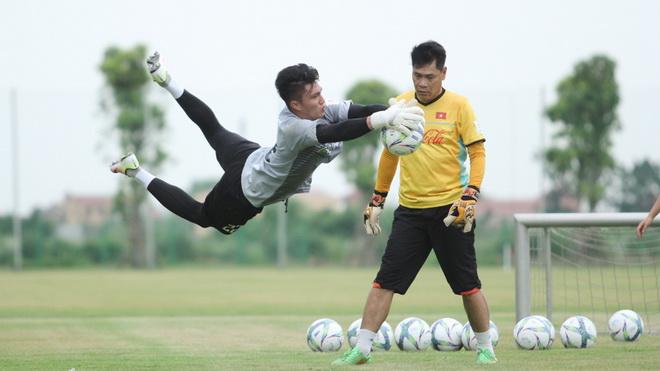 Thủ môn U23 Việt Nam Văn Hoàng: 'Áp lực trên tuyển U23 Việt Nam rất lớn'