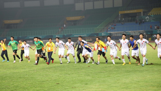 TRỰC TIẾP, U23 Việt Nam cùng Đoàn Thể thao dự ASIAD về nước: Nhộn nhịp từ Indonesia