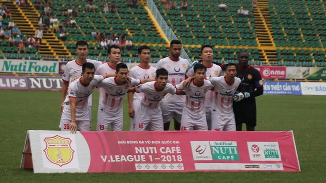 Thắng luân lưu trước Hà Nội B, Nam Định ở lại V-League