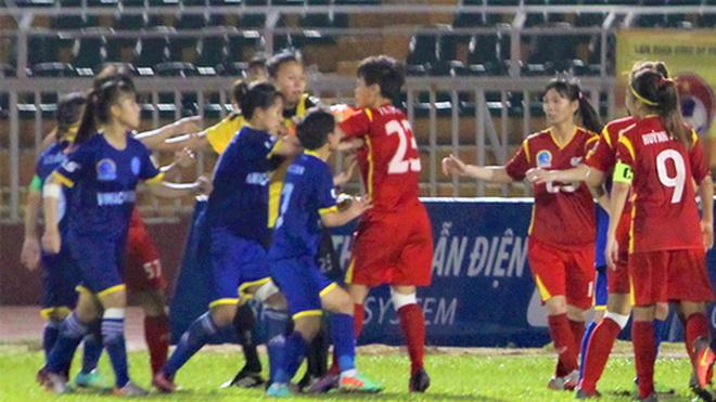 Vụ cầu thủ nữ đánh nhau ở sân Thống Nhất: Ban Kỷ luật VFF chờ báo cáo từ BTC giải