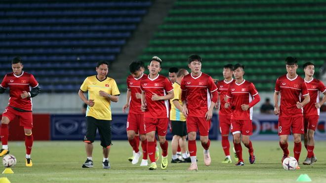 Tuyển Việt Nam đấu Lào bằng đội hình mạnh nhất, Trọng Hoàng thay Văn Thanh
