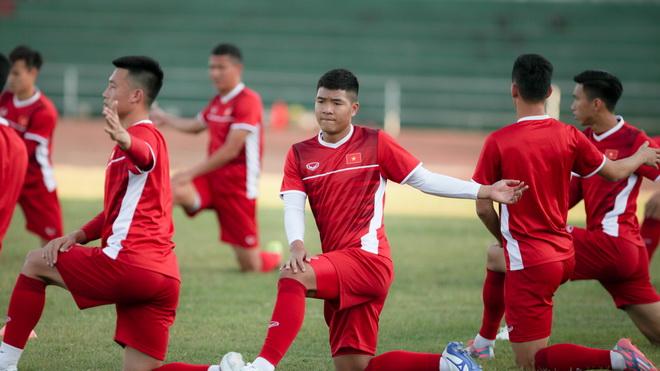 Vé trận Lào – Việt Nam quá rẻ, fan Việt Nam áp đảo về số lượng