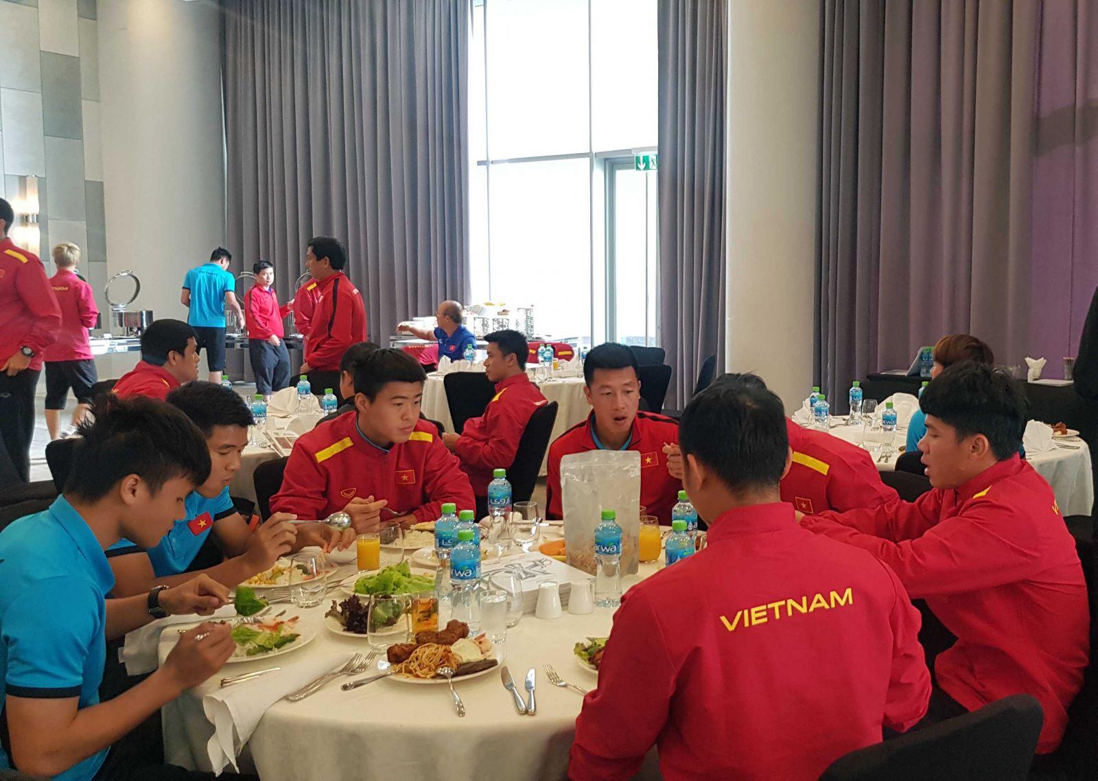 bóng đá Việt Nam, tin tức bóng đá, UAE, vòng loại World Cup, đội tuyển Việt Nam, Park Hang Seo, Việt Nam vs Indonesia, V-League, lịch thi đấu vòng 11 V-League