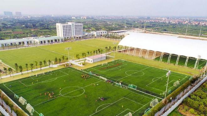 Bóng đá Việt Nam: Từ 'ao làng' vươn ra thế giới