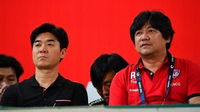 Đội bóng của Văn Lâm lại thay HLV trưởng