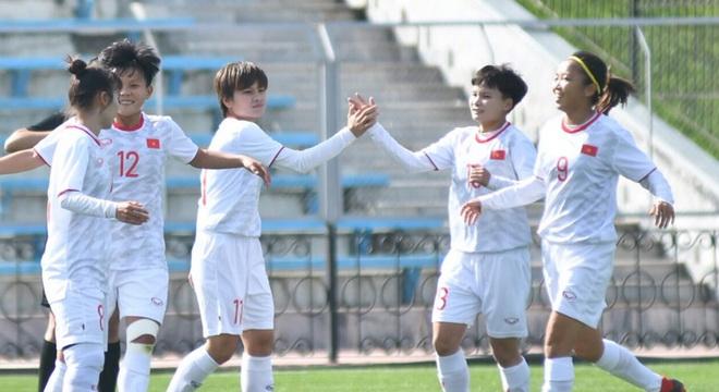 Thắng Hong Kong 2-1, tuyển nữ Việt Nam thẳng tiến vòng loại thứ ba