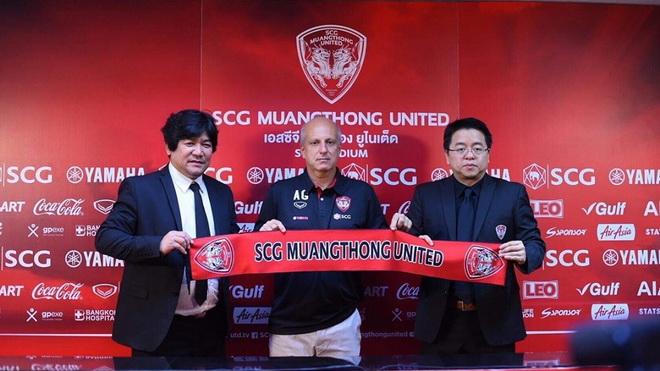 Bại tướng của HLV Park Hang Seo thành HLV thứ ba của Văn Lâm tại Muangthong United