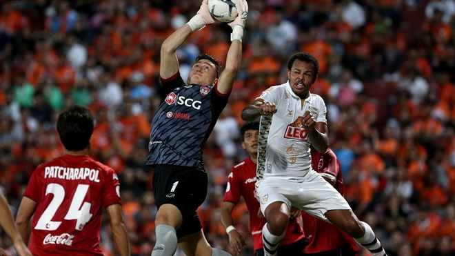 Văn Lâm cứu thua ấn tượng nhất vòng 19 Thai League